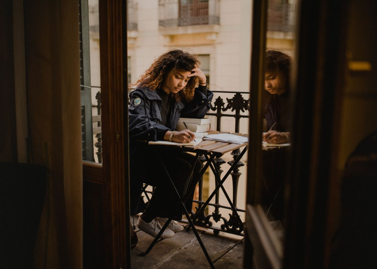 become a freelance writer, girl writer sitting at desk outside